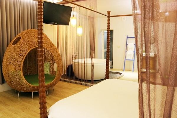 宜蘭住宿 花鹿米民宿 擁有北台灣最大的養鹿場 每個房間都有超大浴缸 親子好去處