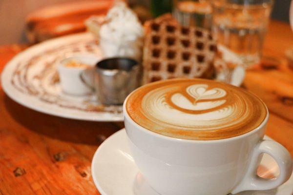宜蘭礁溪咖啡廳 文鳥公寓 鳥奴朝聖看這邊 文鳥店長陪坐 吃個麻糬鬆餅悠閒去